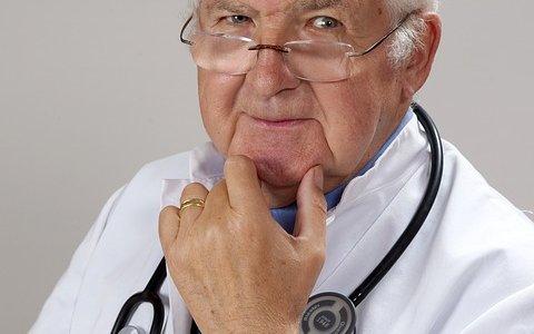 化粧品の広告では『◯◯医師もおすすめ!』は禁止! そんなときはある方法を使えば解決します